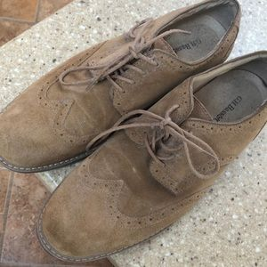 Men's suede wingtip shoes
